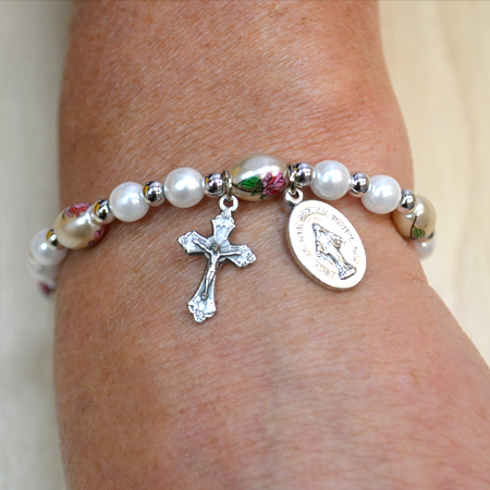 Glass Bracelet with crucifix and medal
