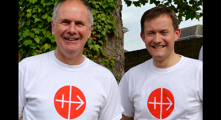 ACN's Neville Kyrke-Smith, National Director and John Pontifex, Head of Press and Information running the half-marathon in Paris on the 5 March (© Aid to the Church in Need)