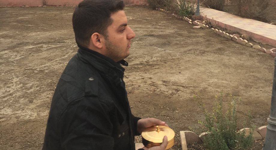 Fr Martin Banni returning with the Blessed Sacrament to St Addai's Church in Karamlesh, Iraq in spring 2017 (© Aid to the Church in Need)