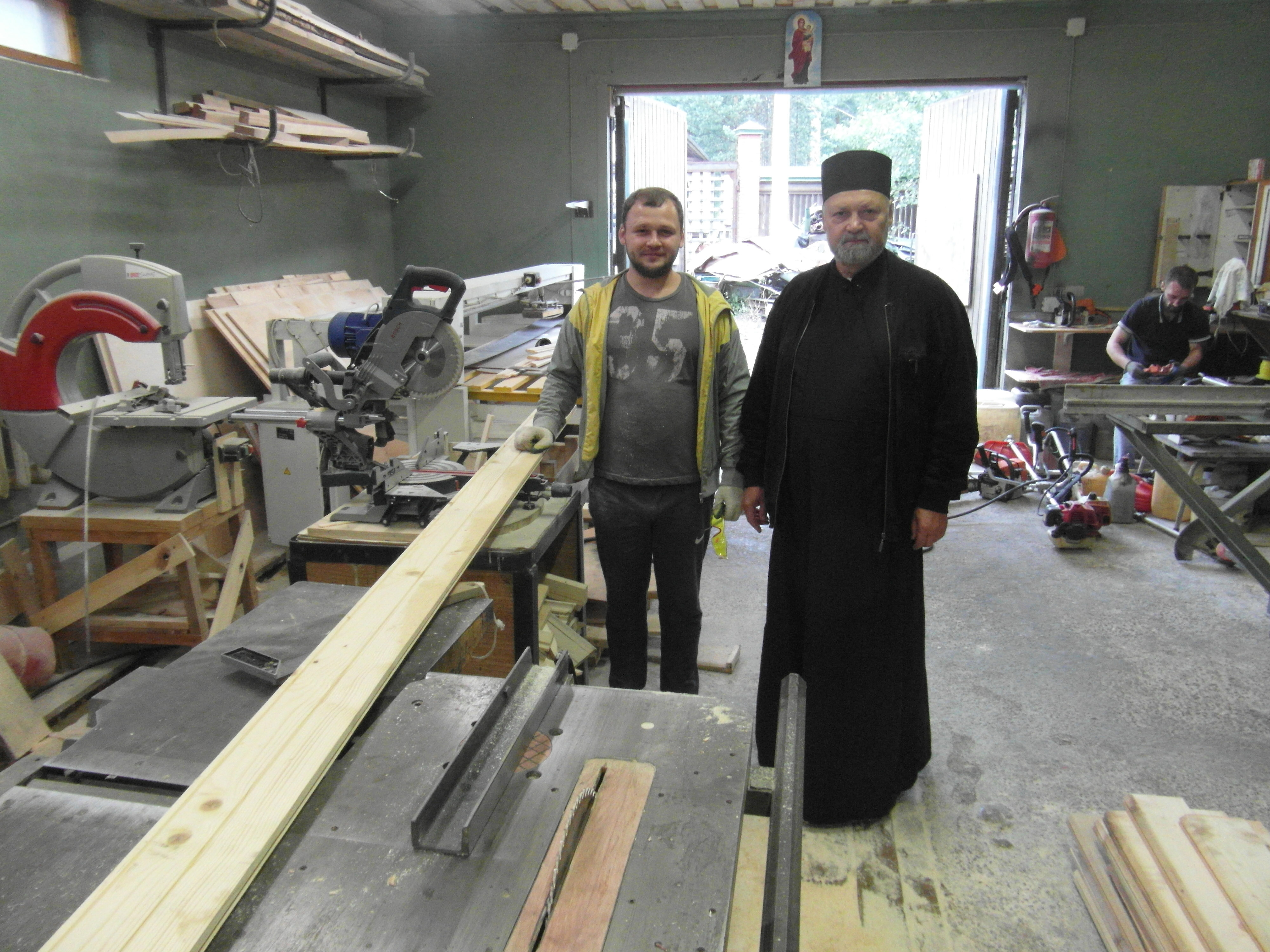 Father Sergij Belkov and members of the centre in Sapernoye with a new carpentry machine funded by ACN (© Aid to the Church in Need)