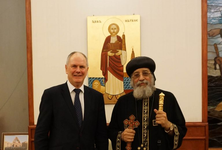 Neville Kyrke-Smith, National Director, Aid to the Church in Need (UK) and Coptic Orthodox Pope Tawadros II (© Aid to the Church in Need)