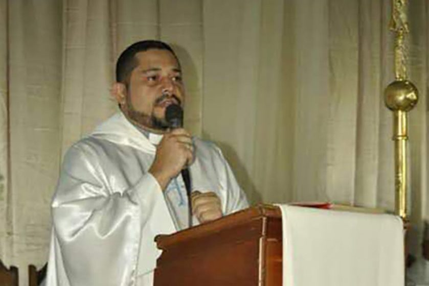 Father Irailuis García of the parish of Our Lady of Fatima, who was shot three times by intruders who stole his van in the grounds of his presbytery on Tuesday (©Bishops Conference of Venezuela/Aid to the Church in Need).