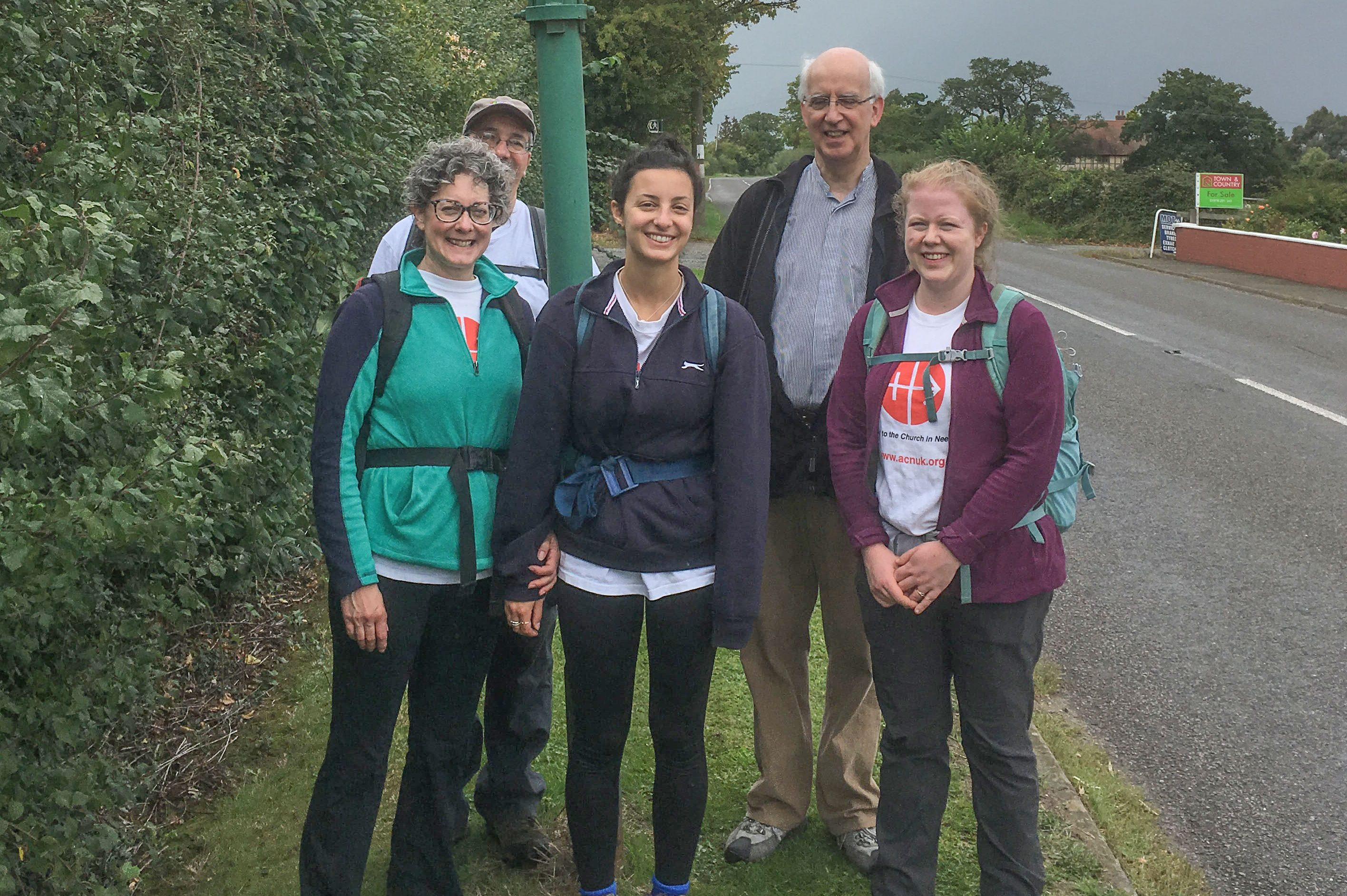 ACN's Caroline Hull (left) and Bridget Teasdale (right) with Bishop Peter Brignall of Wrexham and ACN supporters Clemmie and Andrew (© ACN)
