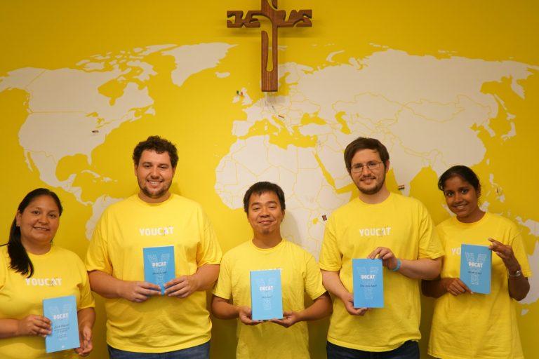 YOUCAT volunteers holding DOCAT books (© YOUCAT Foundation)