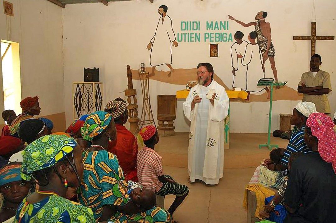 Father Pierluigi Maccalli says Mass in Niger (©Society of African Missions).