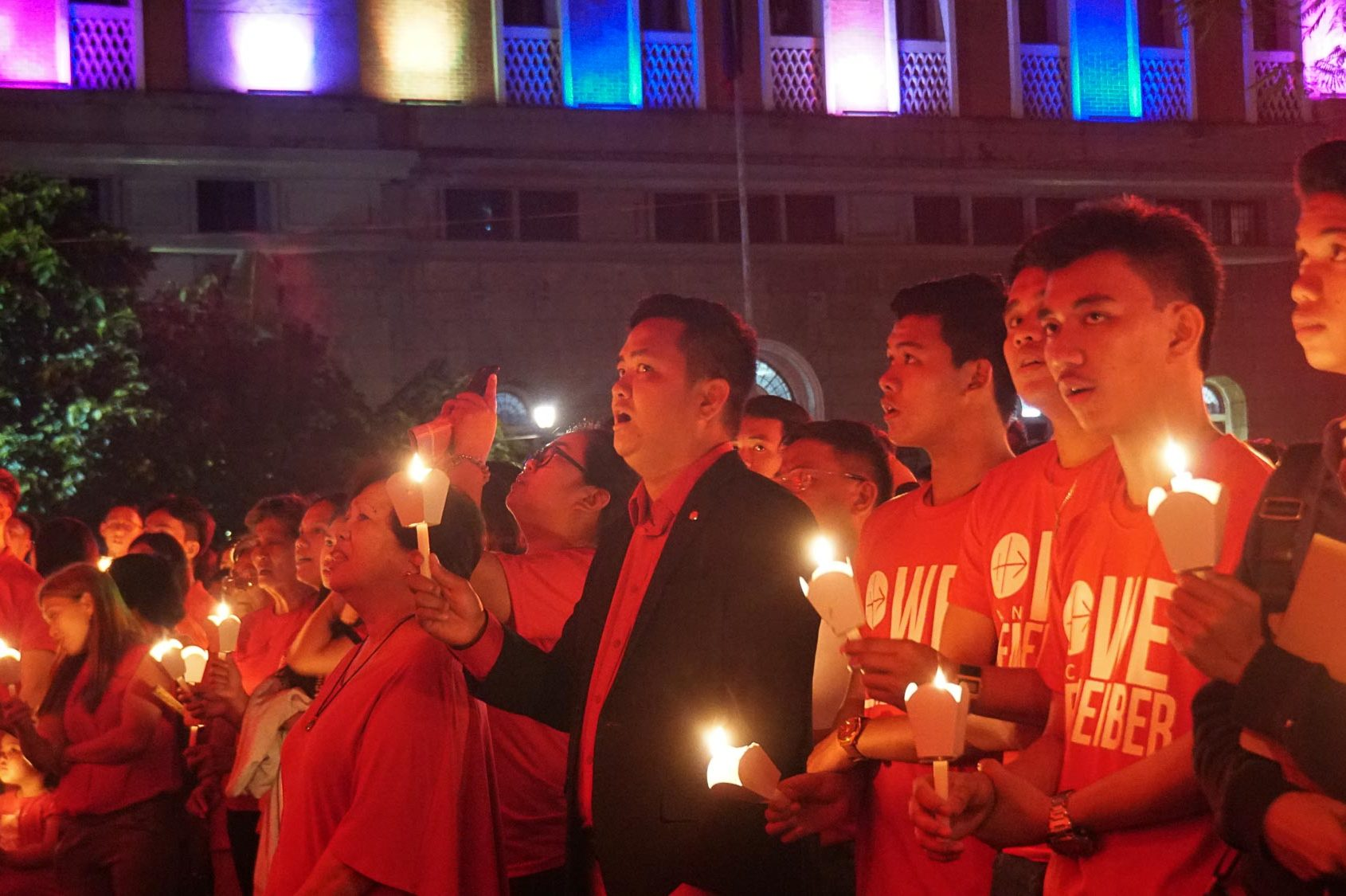 Jonathan Luciano (centre) during last November's #RedWednesday event in the Philippines (Credit: Aid to the Church in Need)