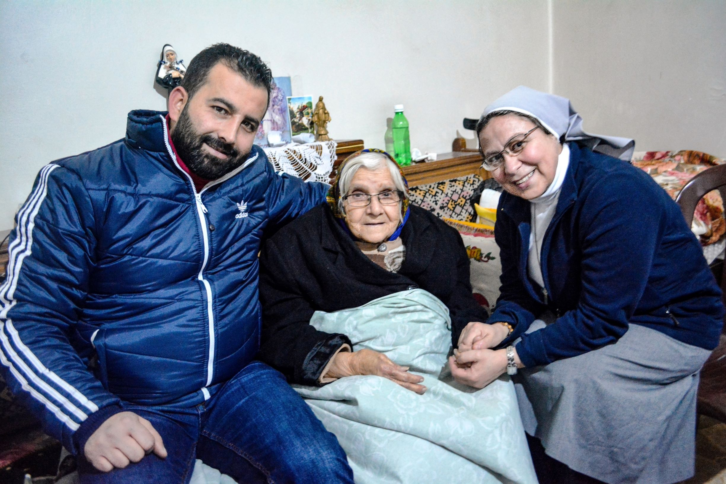 Sister Annie Demerjian (right) © Aid to the Church in Need