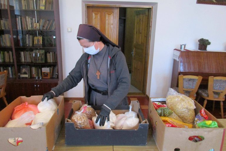 Sisters in Ukraine are helping those in need during COVID-19 pandemic.