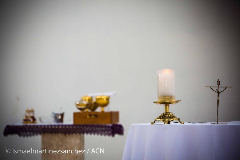 All prepared for the beginning of the Mass in the Spiritual Condominium of Uirapuru in Fortaleza.