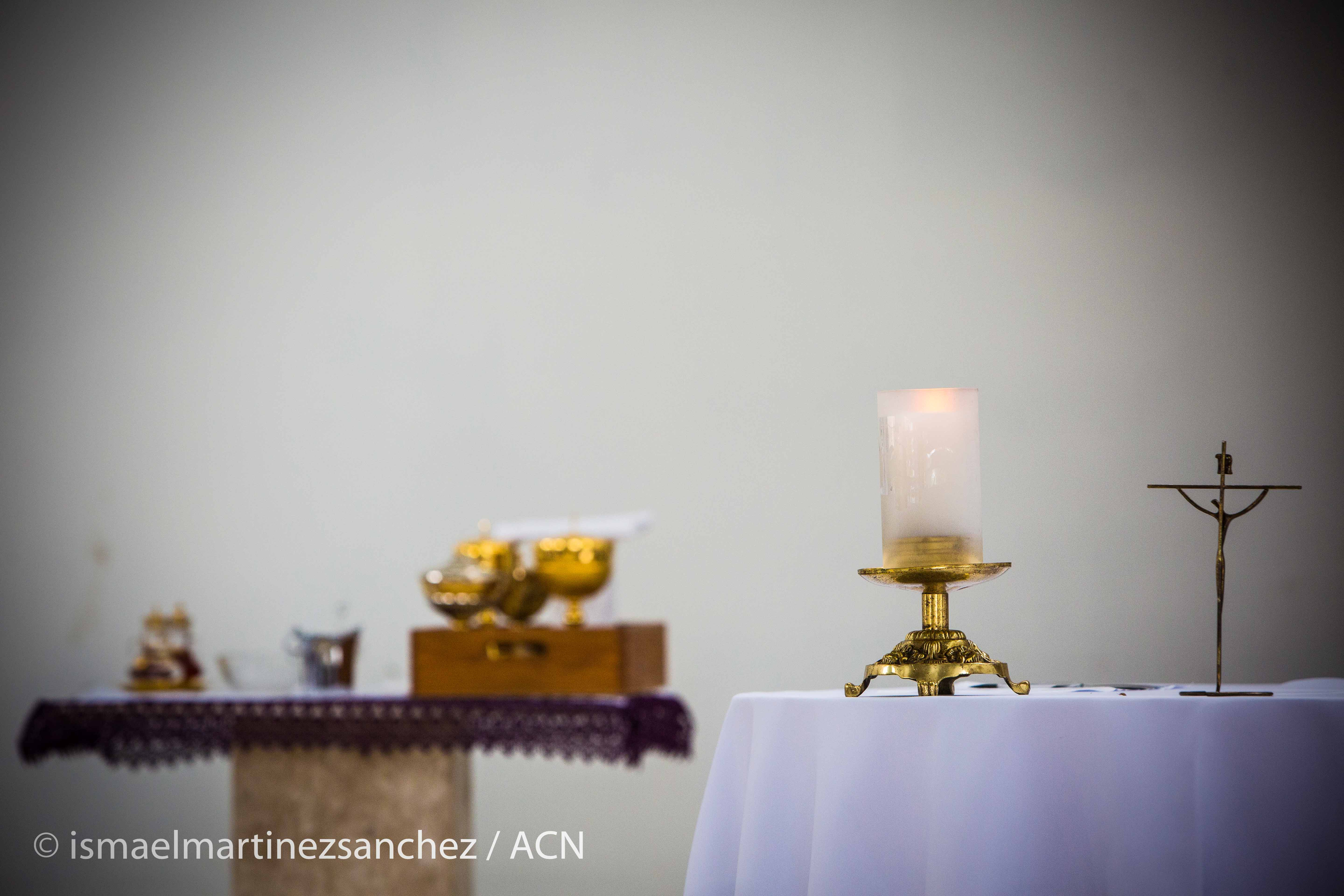 All prepared for the beginning of the Mass in the Spiritual Condominium of Uirapuru in Fortaleza.