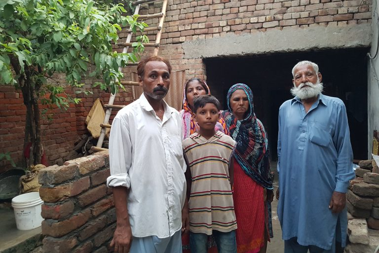 Images: Amjar Arif (left) with his family (© Aid to the Church in Need)