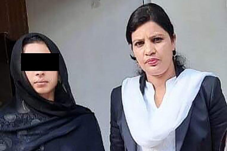 Picture of Maira Shahbaz and her lawyer, Sumera Shafique (© Aid to the Church in Need)