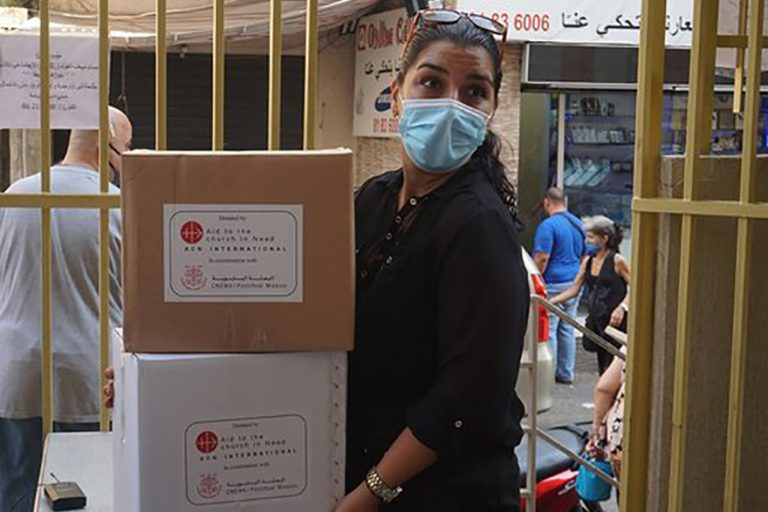ACN food parcels being distributed in Beirut (©Aid to the Church in Need)
