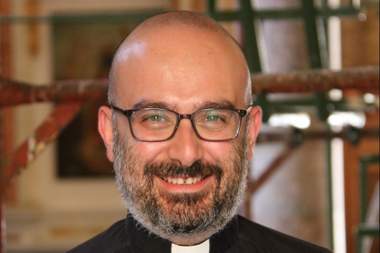 With image of Father Jad Chlouk (© Aid to the Church in Need)