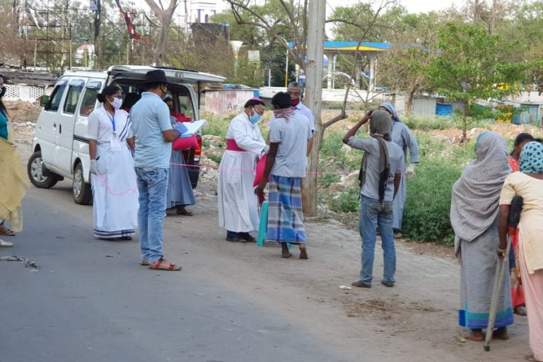 COVID-19 aid being distributed in India (© Aid to the Church in Need):