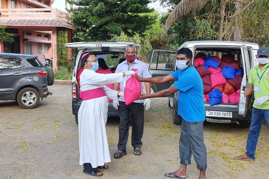 Aid being distributed in Hazaribag Diocese, India (Images © Aid to the Church in Need)