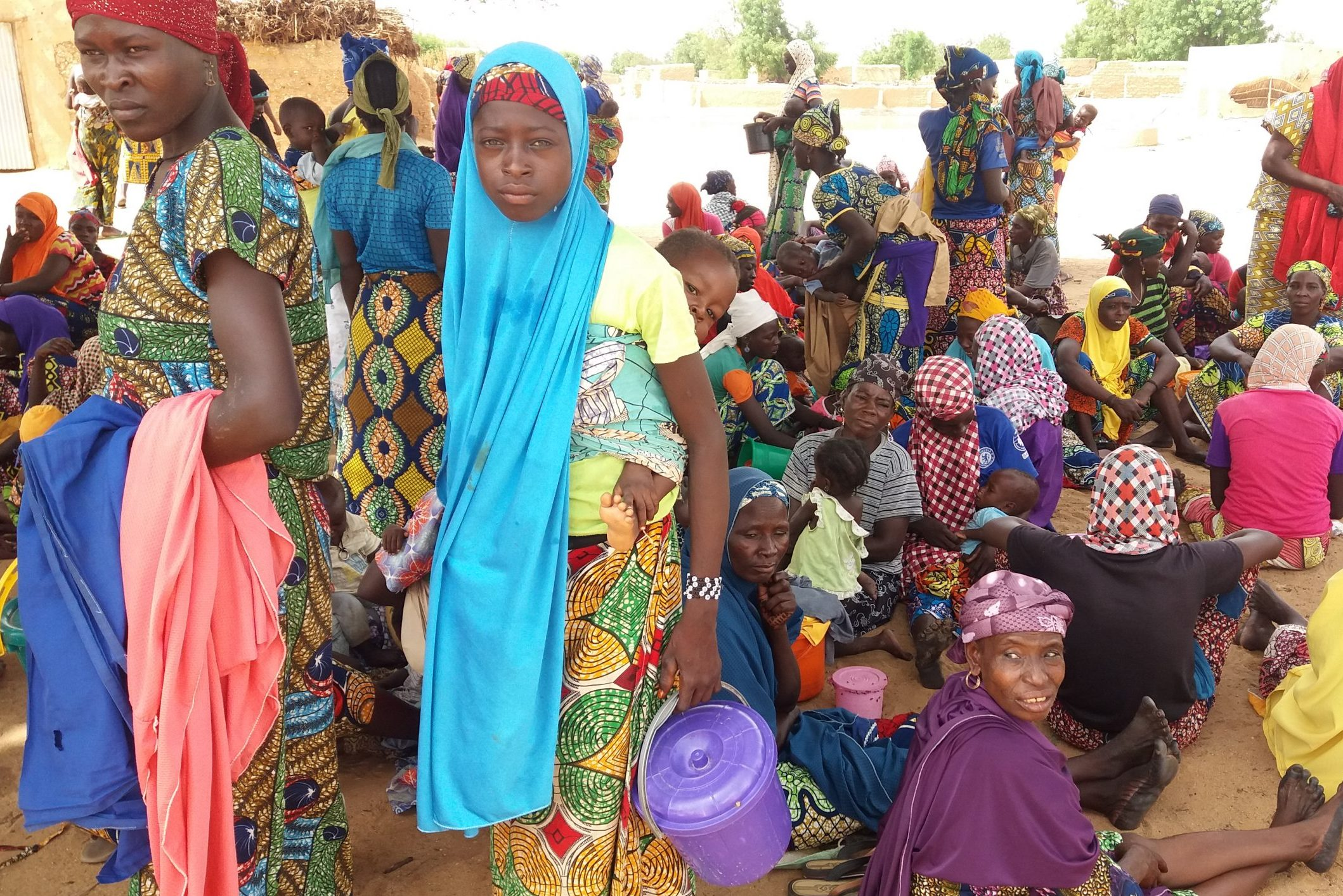 A stock image of women and children in Niger (© Aid to the Church in Need)