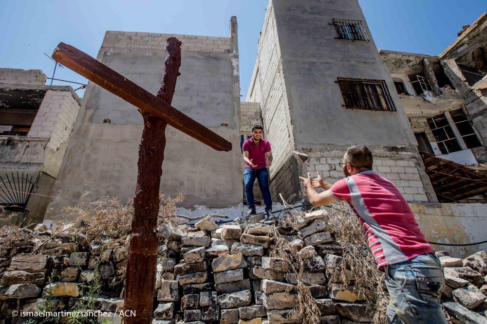 With image of Christians in Old City, Homs (Image © Ismael Martínez Sánchez /ACN)