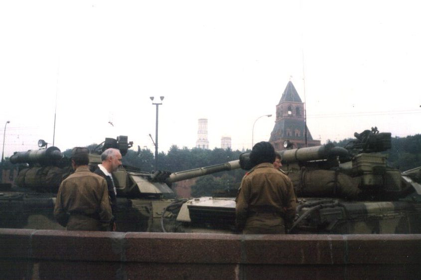 T-80UD tanks in the 1991 coup attempt (© Almog)