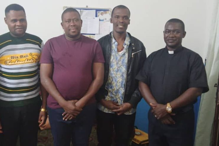 With picture of three seminarians who were kidnapped, with a seminary professor (© Aid to the Church in Need)